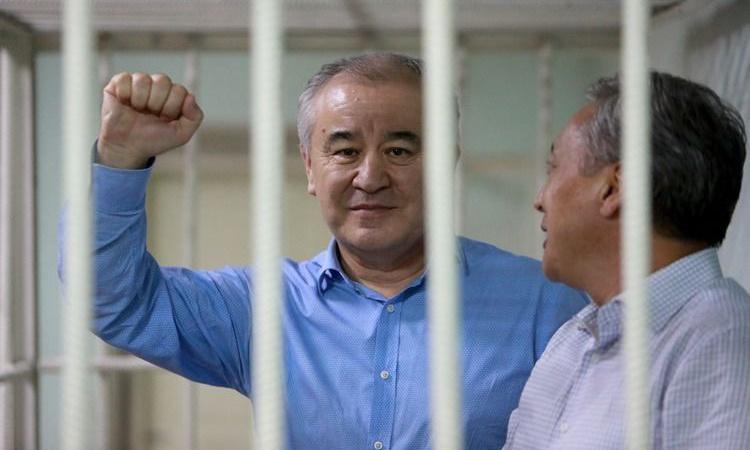 Бішкекте оппозициялық саясаткер Текебаев адвокатының үйіне шабуыл жасалды