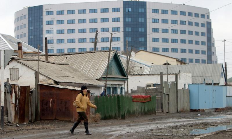 kazakhstan-atyrau-rich-poor-kz100138-800