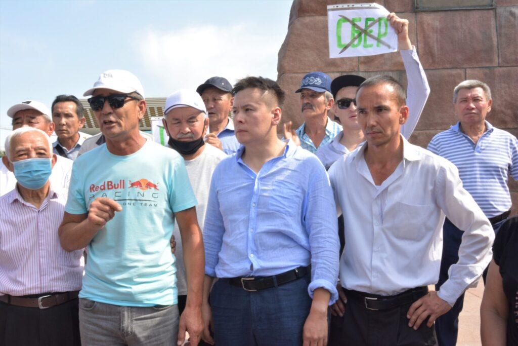 Митингтің алғашқы кезеңінде белсенділер кезектесіп талап-пікірлерін білдірді. Алматы қаласы. 18 қыркүйек 2021 жыл. Фото: QT / Күлтегін Аспанұлы